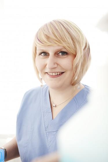 Christina zahnärztliche Assistentin mit Schwerpunkt OP-Assistenz